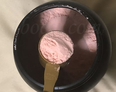 Optimum Nutrition(オプティマムニュートリション)ゴールドスタンダード 100%ホエイ おいしいイチゴ(デリシャスストロベリー味)のスクープの色
